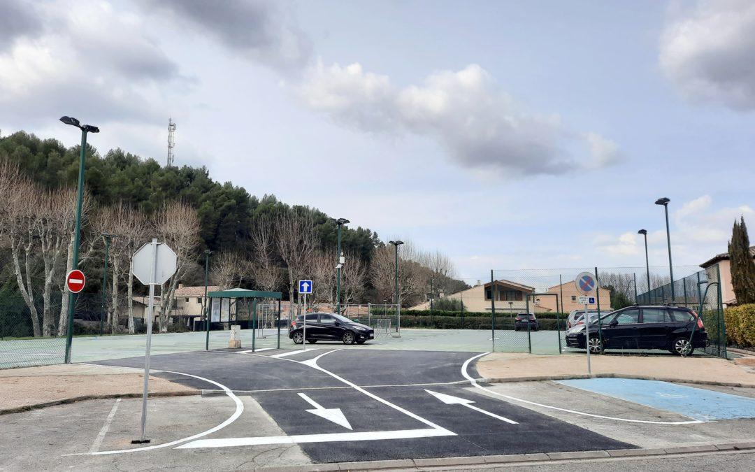Le parking provisoire est accessible aux anciens tennis du Pré de Ville